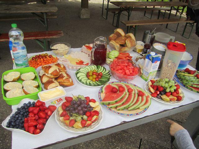 Grundschule im Buch: Aktion  gesundes Frühstück